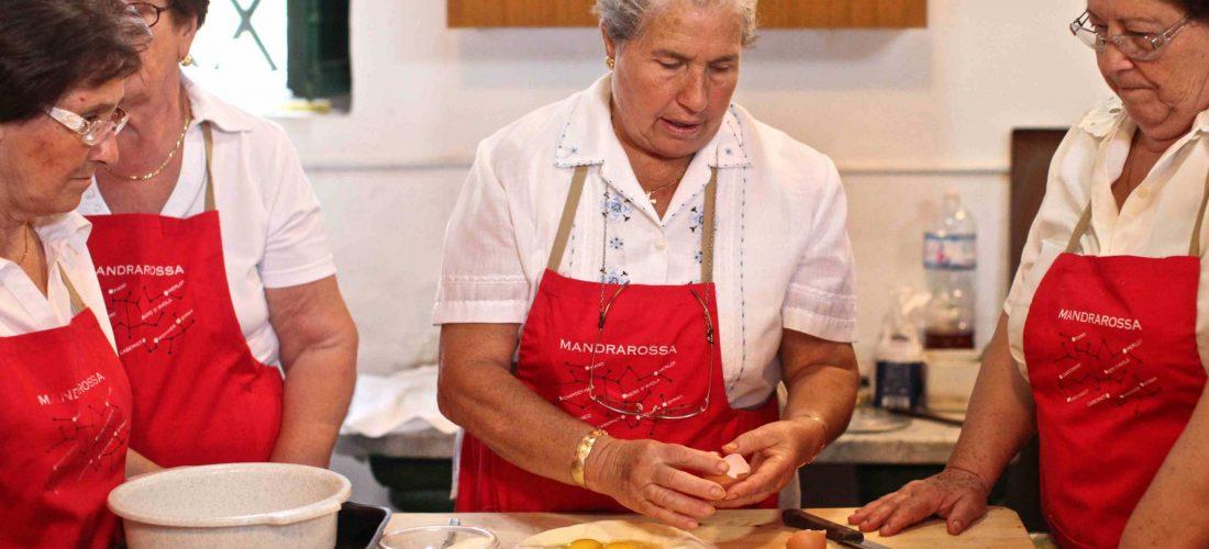 """""""In tutte le salse"""". Mandrarossa Tour sabato 3 e domenica 4 agosto 2013. La raccolta del pomodoro e la preparazione della salsa con i contadini di Menfi"""